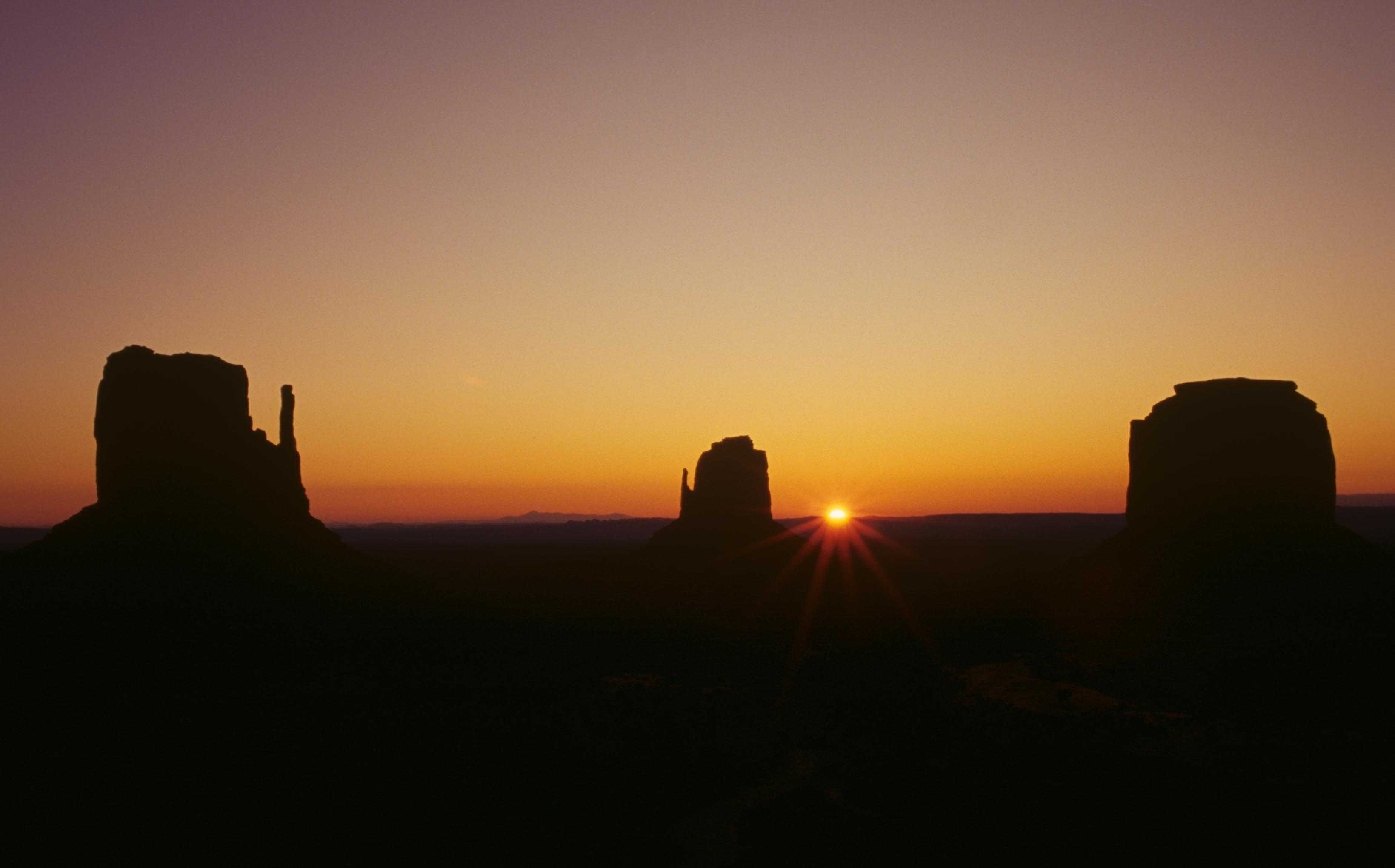 Monument Valley at Sunrise, Wayne Bennett, Jim Hardiman